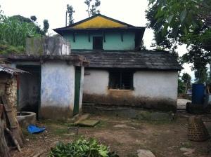 Zijkant van Kaladhar's huis in Adhikaridanda